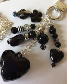 Black heart sparkle bag charm by Sunnyteddys designs Charm Jewelry, Jewelry Crafts, Beaded Jewelry, Handmade Jewelry, Beaded Purses, Black Heart, Jewelery, Creations, Jewelry Design