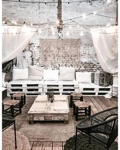 garten lounge Do you love this pin as much as we do For DIY backyard inspiration on a budget, our Outdoor Living board: boho back yard ideas to help you turn your old deck into the garden oasis of your dreams. Home Deco, Outdoor Rooms, Outdoor Living, Dream Rooms, Backyard Patio, Home Design, Boho Decor, Exterior Design, Bedroom Decor