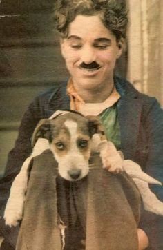 Charlie Chaplin was a comedic British actor who became one of the biggest stars . - Charlie Chaplin was a comedic British actor who became one of the biggest stars … Charlie Chapl - Charlie Chaplin, Classic Hollywood, Old Hollywood, Hollywood Images, Photos Rares, Charles Spencer Chaplin, Photo Star, Colorized Photos, Vintage Dog