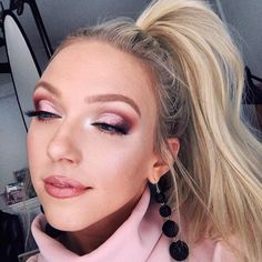 """5,335 Likes, 41 Comments - Alli (@makeupbyalli) on Instagram: """"Feelin girly with pinks and a pony 🐴👙Had to add a cut crease though cause deep down I'm still 😈🔪…"""""""