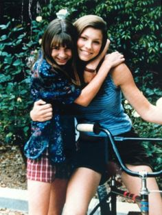 heaven sisters back in the day! Old Tv Shows, Movies And Tv Shows, Beverley Mitchell, Vampire Diaries Memes, Seven Heavens, 7th Heaven, Gilmore Girls, American Idol, Camden