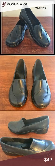 Clarks Blue / Black Leather Loafers Sz 6 1/2 Perfect condition Clarks loafers, these look brand new!  All leather uppers in a dark Navy/Black. Clarks are known for their stylish comfort.  Sz 6 1/2 Clarks Shoes Flats & Loafers