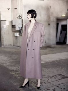 """""""Filmisk Elegans"""" Fia Ljungstrom Wears a Carin Wester Coat, Stella McCartney Slip Louis Vuitton Pumps, Photographed By Andreas Ohlund For Elle Sweden August 30s Fashion, Fashion Sites, Fashion Shoot, Editorial Fashion, Love Fashion, Fasion, Street Fashion, Louis Vuitton Pumps, Fashion Degrees"""