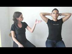 ▶ Cómo movilizar el pecho - Feldenkrais con Lea Kaufman - YouTube