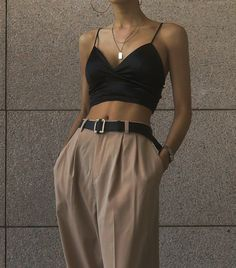 fashion inspo Top 10 Womens Fashion Style Trends for Summer 2019 Trend Fashion, Look Fashion, Korean Fashion, Fashion Women, Fashion Clothes, Fashion Ideas, High Fashion Outfits, Fashion Tips, Fasion