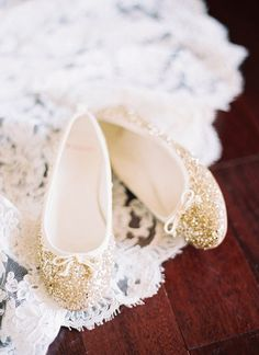 gold + glittery | Perry Vaile #wedding