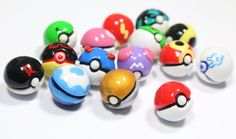 How to make DIY miniature pokemon pokeballs made from oven bake clay called polymer clay. You may use air dry clay as well. Polymer Clay Figures, Cute Polymer Clay, Cute Clay, Polymer Clay Miniatures, Fimo Clay, Polymer Clay Projects, Polymer Clay Creations, Polymer Clay Jewelry, Polymer Clay Cupcake