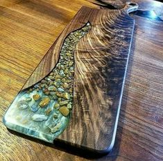 Amazing epoxy resin table types and how to make it step by step, stylish designs of the epoxy table for an unusual interior, top tips to make an epoxy resin table Diy Resin Table, Epoxy Wood Table, Epoxy Resin Table, Epoxy Resin Art, Diy Resin Art, Diy Resin Crafts, Wood Crafts, Diy Wood, Rustic Outdoor Decor