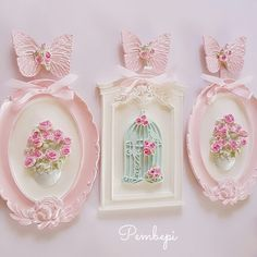 Discover recipes, home ideas, style inspiration and other ideas to try. Vintage Diy, Shabby Vintage, Vintage Decor, Shabby Chic, Vintage Cards, Picture Frame Decor, Yarn Wall Hanging, Pretty Bedroom, Pastel Floral