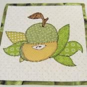 Apple Applique Hot Pad and Kitchen Towel - via @Craftsy