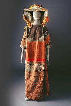Traditional ethnic textiles - costumes of Arabia