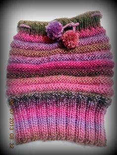 Bom dia meninas!  Hoje trago este Gorro/Gola que foi feito pela mãe (estou aprendendo tricô com ela).  Foi feito através do passo a passo d...