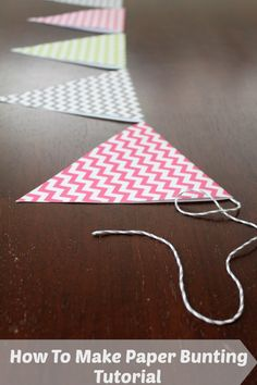 So machen Sie Papier Bunting – Tutorial - DIY Papier Make Bunting, Diy Bunting Paper, Bunting Ideas, Banner Ideas, Paper Garlands, Bunting Tutorial, Diy Tutorial, Bunting Pattern, Triangle Banner