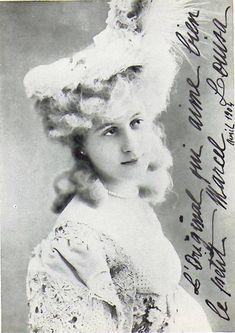 Louisa de Mornand (1884-1963) actrice de cinema, vriendin van Marcel Proust, zij is de Rachel uit A la recherche du temps perdu; er is sprake van jalousie van de kant van Gilberte. Foto met een dédicace voor Marcel Proust