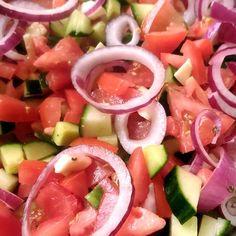 Egyszerű görög saláta Recept képpel - Mindmegette.hu - Receptek Soup Recipes, Healthy Recipes, Tuna, Paleo, Food And Drink, Fish, Meat, Ethnic Recipes, Desserts