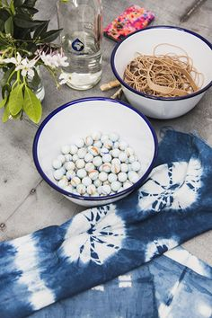 Shibori tie-dye with marbles, pegs and rubber bands