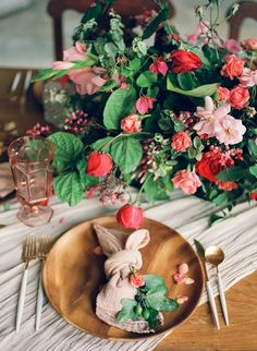 Beautiful Cuban Wedding Inspiration from Shane and Lauren Photography Bohemian Wedding Theme, Romantic Wedding Inspiration, Wedding Decor, Wedding Ideas, Silk And Willow, Havana Nights, Sweetheart Table, Table Flowers, Table Arrangements