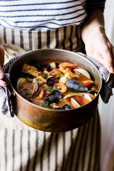 The Bojon Gourmet: Cioppino with Fennel and Saffron {A Collaboration} This traditional San Francisco recipe for seafood stew in tomato broth gets an update with fennel, saffron, a glug of wine, and plenty of olive oil, and it makes enough to feed a crowd. Fish Recipes, Seafood Recipes, Cooking Recipes, Soup Recipes, Mussel Recipes, Think Food, Love Food, Seafood Dishes, Fish And Seafood
