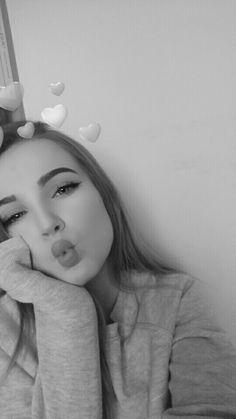 Cute Selfies Poses, Girls Selfies, Snapchat Selfies, Snapchat Girls, Blonde Girl Selfie, Brunette Girl, Fake Pictures, Girl Pictures, Picture Poses