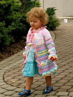 Little girl's colorful summer coat - free pattern