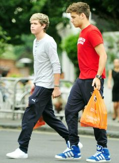 Nialler and Leeyumm coming back from the shops!
