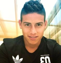 James sharing a pic , wearing an Adidas t-shirt. Faithful to the brand 21.8.15