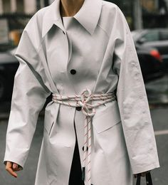 From trench coats in pop colors to revisited hoods - the street style spotted at fashion week has inspired us to stay chic, even when it rains. Trench Coat Outfit, Belted Coat, Trench Coats, Fashion Looks, Fashion Week, Punk Fashion, Lolita Fashion, Fashion Fall, Vogue Paris