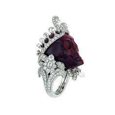 Bague « Reine de Crocidoline », platine, diamants et crocidolite rouge.