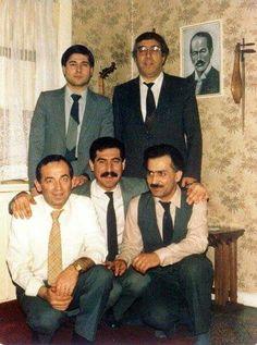 Soldan sağa ayaktakiler: Selçuk Sipahioğlu, Necdet Yaşar; Oturanlar: Yılmaz Pakalınlar, Vefik Ataç, Tevfik Soyata. Bekir Reha Sağbaş'ın Ankara'daki evinde.