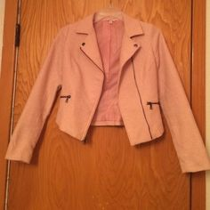 Candies Pink Sparkle Jacket Up for grabs is a pink sparkle jacket from Candies, size XS. The jacket does have a hint of sparkle to it. Worn a couple of times but still in good condition! ❌Trades ❌PayPal ✅Offers same day/next day shipping Candie's Jackets & Coats