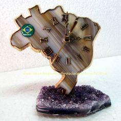 Relógio - Mapa do Brasil - Ágata Natural-Ametista - ID:882 Relógio trabalhado artesanalmente em Ágata recortada em forma de Mapa do Brasil em base de Ametista. A Venda na loja ou pelo site.