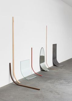 Alicja Kwade, Andere Bedingung (Aggregatzustand 6), 2009,  steel, copper, glass, mirror, iron, mop stick, seven parts format variable, Foto: Roman März