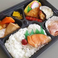 今日のお弁当 (275円)  #ランチ#lunch#ごはん#ひるごはん#お弁当#弁当#おべんとう#love#thankyouu#肉#美味しい#グルメ#yum#yummy#japan#jp#japanesefood#japanesefoods#フォロー#follow#instagram#instafood#instagood#instadaily#yolo#good#nice#like#galaxy#galaxys8