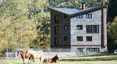 Apartaments Turístics Prat de Les Mines Llorts The Prat de les Mines apartments are situated on the edge of Llorts, Andorra, 7 km from the Vallnord ski slopes. All apartments have flat-screen TVs, free Wi-Fi and mountain views.
