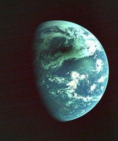 準天頂衛星「みちびき」が撮影した金環日蝕