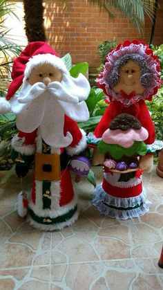 Gingerbread Decorations, Christmas Door Decorations, Holiday Decor, Best Christmas Gifts, Christmas Crafts, Christmas Ornaments, Rolled Paper Art, Holidays And Events, Diy And Crafts