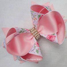 Crochet ideas that you'll love Pink Hair Bows, Ribbon Hair Bows, Bow Hair Clips, Baby Bows, Baby Headbands, Stacked Hair, Toddler Hair Bows, Hair Bow Tutorial, Handmade Hair Bows