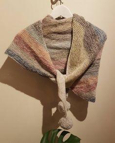 Ferdig med mitt #kalhorisontsjal ! At så tynne tråder gir så mye farge er fascinerende.  Veldig fornøyd! #sjal#strikkibruk#strikking#strikk#knit#knitwear#shawl#scarf#knitting#knittingaddict#garn#yarn#kal #knittingkal#samstrikk#lammeull #broderigarn#horisontsjal#susiehaumann @gulddk