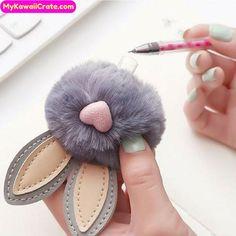 Bunny Crafts, Easter Crafts For Kids, Craft Stick Crafts, Diy Crafts, Kawaii Pens, Cute Pens, Pom Pom Crafts, Stationery Pens, Gel Pens