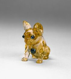 Peter Carl Fabergé, miniature of a bull dog, late 19th / early 20th century. Citrine, Sapphire, Gold. 2 x 4 cm.