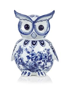 Buy the Porcelain Piggy Bank - Blue/White - Owl from Pols Potten at Amara. Free UK delivery on all orders over Blue And White China, White Home Decor, Glass Birds, Delft, Friends In Love, Piggy Bank, Decorative Accessories, Pottery, Hand Painted
