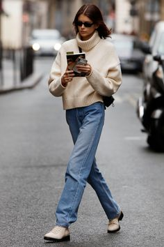 European Street Style, European Fashion, Parisian Street Style, Simple Street Style, Street Chic, Kaia Gerber, Cindy Crawford, Best Mom Jeans, Mode Simple