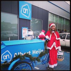 Albert Heijn deelt kerstkransjes uit in Mol..