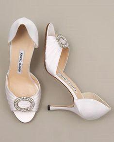 Manolo Blahnik Jeweled Satin d'Orsay. #Zapatos de #Boda para #Novias #Wedding #Shoes