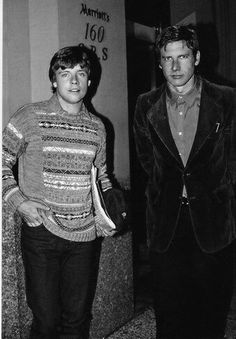 The original Star Wars. Oh my goodness this looks like an awkward high school photo you would rather forget. I did not even recognize Mark Hamill at first. I was like, who is the dork with Harrison Ford? Star Wars Film, Han Star Wars, Star Wars Cast, Star Wars Love, Star War 3, Star Wars Rebels, Images Star Wars, Star Wars Pictures, Star Wars Brasil
