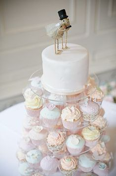 Pretty pastel cupcakes..... nothing too fancy but still very pretty.
