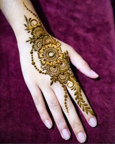 Image may contain: one or more people and closeup Floral Henna Designs, Stylish Mehndi Designs, Mehndi Designs For Girls, Wedding Mehndi Designs, Henna Designs Easy, Beautiful Henna Designs, Arabic Mehndi Designs, Latest Mehndi Designs, Mehndi Images