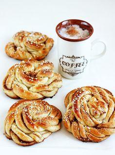 burczymiwbrzuchu: Śniadanie do łóżka #132: Kanelsnurrer - norweskie bułeczki z cynamonem