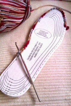 El escondite de la araña: Tutorial Pantuflas de invierno Crochet Diy, Crochet Boots, Crochet Slippers, Crochet Crafts, Crochet Clothes, Crochet Projects, Diy Crafts, Crochet Slipper Pattern, Crochet Summer