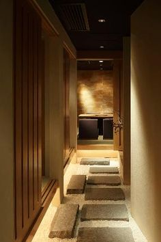 Yakiniku Kappou 幸正宗 Shanghai店 もっと見る Japanese Spa, Japanese Modern, Japanese House, Japanese Restaurant Design, Japanese Interior Design, Massage Room Design, Sauna Design, Spa Interior, Hallway Designs
